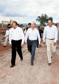 Photo Credit: El Universal. Mayor Ricardo Guzman Romero, right, is shown in a file photo with President Felipe Calderon, center, and Michoacan Gov. Leonel Godoy, left.
