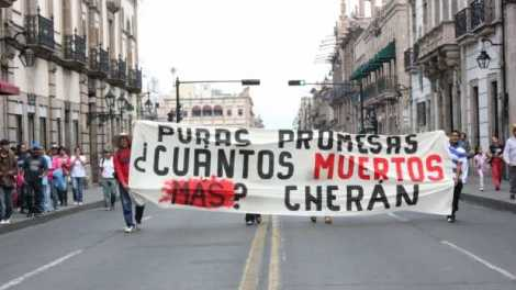 Comuneros in Cherán, Michoacán protest for government assistance following the death of two community members who disappeared on July 8. Photo: Noticieros Televisa