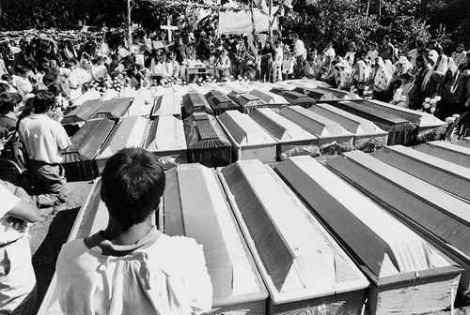Acteal funerals (1997). Photo: Carlos Cineros, La Jornada.
