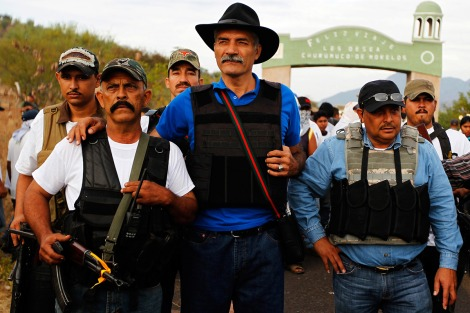 Dr. José Manuel Mireles (center) leads the Buenavista self-defense group. Photo: Reuters.
