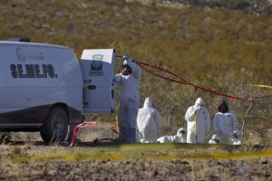 The Jalisco Institute of Forensic Science (Instituto Jalisciense de Ciencia) investigates the mass graves found in Jalisco. Photo: AFP.
