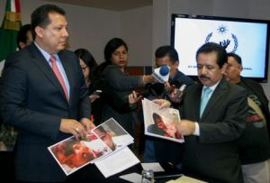 Members of Mexico's National Commission of Human Rights (CNDH) examine photos and evidence of Tamayo. Photo: Cuartoscuro.