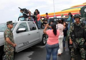 Families interact with members of Mexico's armed forces at the expo in Reynosa on August 9. Photo: La Verdad de Tamaulipas.
